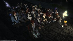 Eine Community hält Nachtwache für einen sterbenden Spieler - Brynhildr